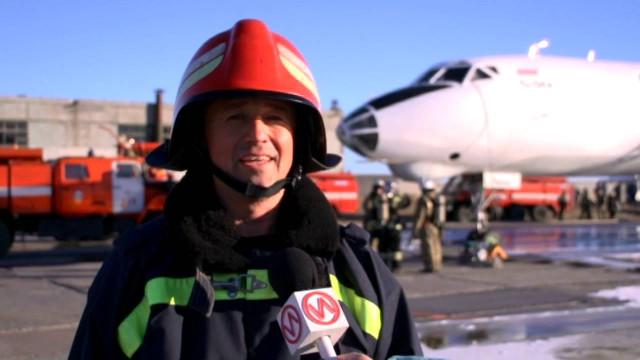 Спасатели новоуренгойского гарнизона игородского аэропорта отрабатывают взаимодействие.