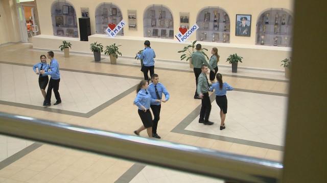Воспитанники кадетской школы готовятся поехать наКремлёвский бал