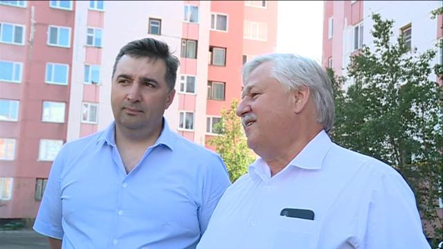 Глава города Новый Уренгой Иван Костогриз оценил ход работ поблагоустройству.