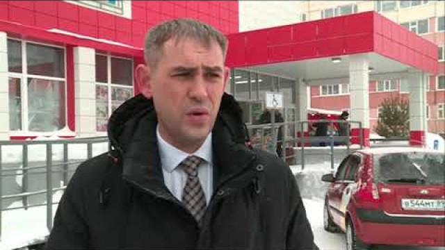 """Представители местного отделения партии """"ЕДИНАЯ РОССИЯ""""отправились врейд помагазинам."""