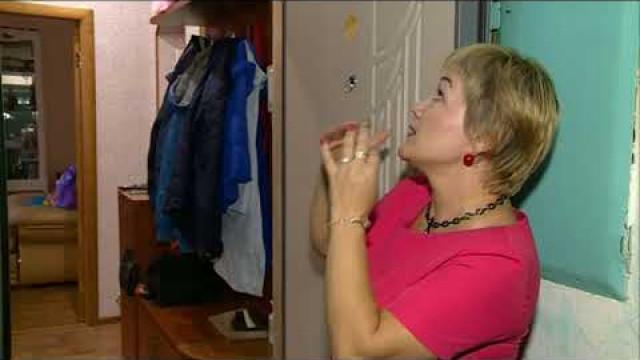 Жильцы дома 55поулице Сибирской просят избавить ихотмокрых стен иплесени.