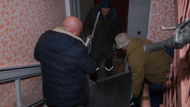 Вподъезде, где проживает инвалид, установили электрический подъёмник