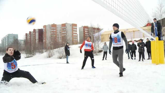 ВНовом Уренгое состоялся турнир поволейболу наснегу