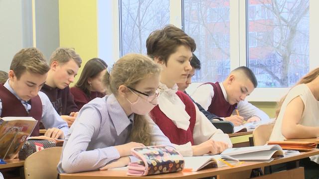 Школьники Нового Уренгоя вернулись сдистанционного обучения вклассы