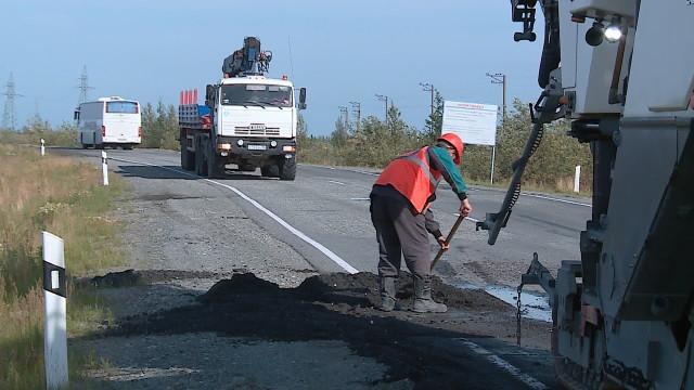Накоротчаевской трассе продолжают работу дорожные строители.