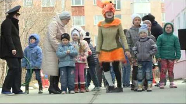 Врамках всероссийской акции «Внимание— дети» вдетском саду «Огонёк» состоялось театрализованное представление.