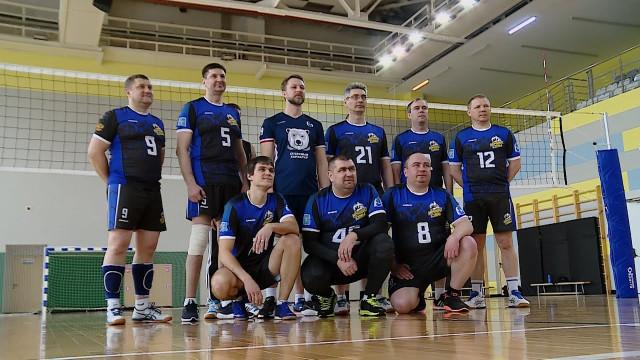 Команда «Ночные совы» иДмитрий Погорелый провели тренировку поволейболу