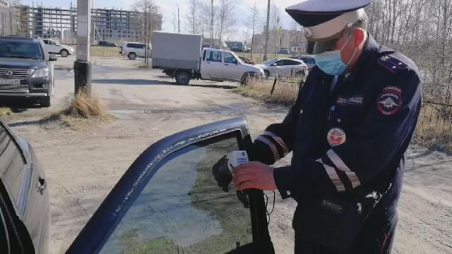 Сотрудники ГИБДД за«глухую» тонировку наказывают водителей штрафом