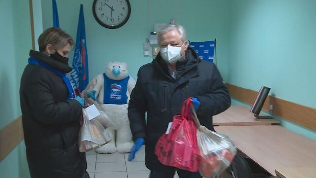 Волонтеры продолжают доставлять лекарства тем, кто нуждается впомощи