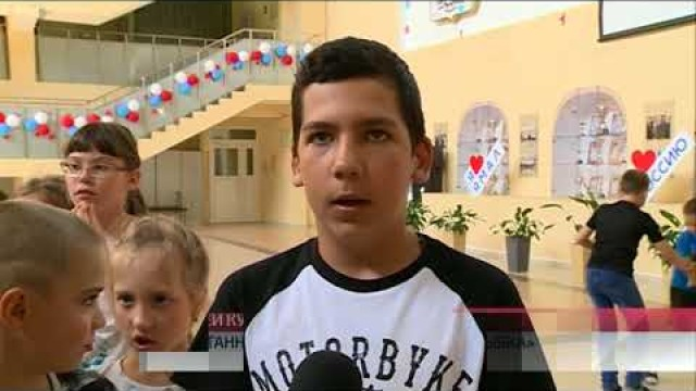 Полицейские-кинологи пришли вгости квоспитанникам пришкольного лагеря «Улыбка».