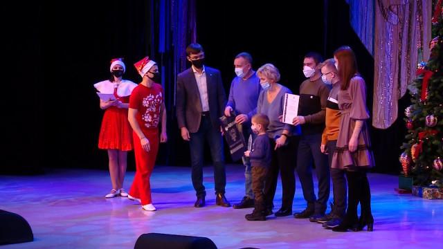 Победители конкурса «Новогодний Новый Уренгой» получили поздравления инаграды