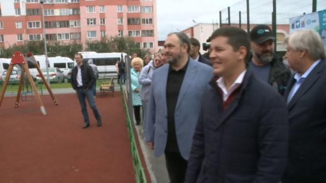 Губернатор ЯНАО Дмитрий Артюхов побывал на стройплощадках социальных объектов и жилья