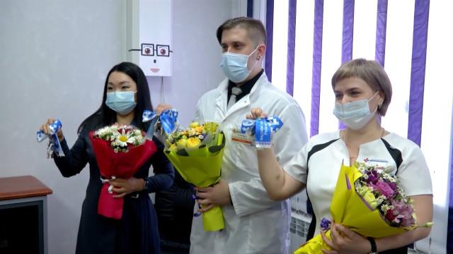 Медикам посёлка Пангоды вручили ключи отквартир