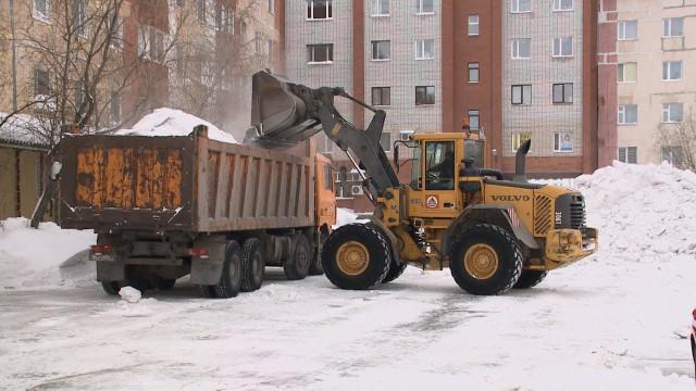 Водителей Нового Уренгоя просят парковаться так, чтобы немешать уборочной технике