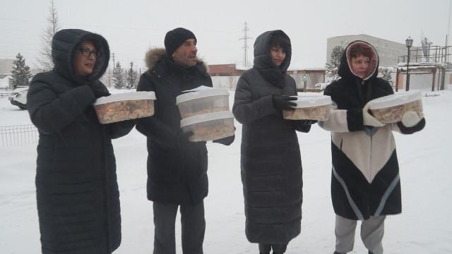 Воспитанники учебного комбината «Эврика» испекли блины для сотрудников инфекционного госпиталя