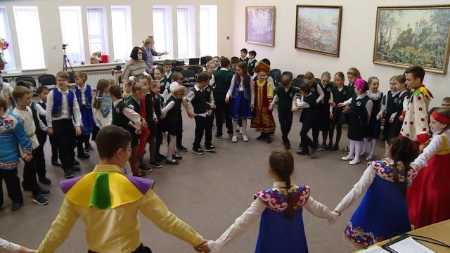 Воспитанники Православной гимназии сразмахом отмечают масленицу