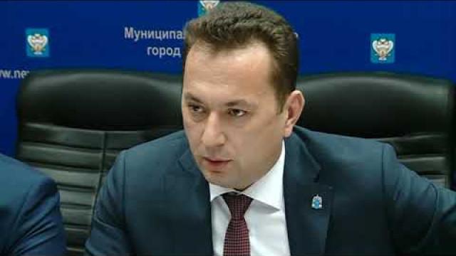 Заместитель Губернатора ЯНАО Андрей Воронов встретился сновоуренгойскими обманутыми дольщиками.