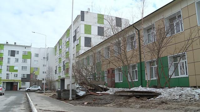 Новоуренгойцы возмущены свалкой строительного мусора у детской поликлиники