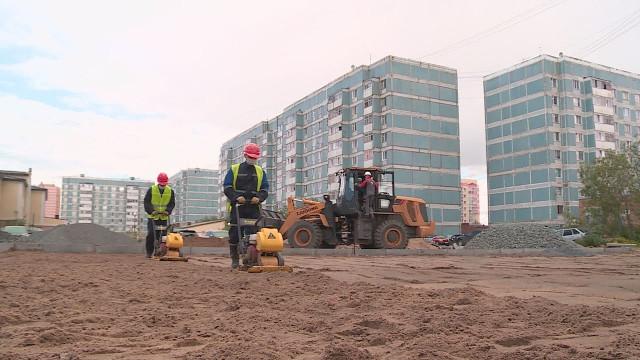 Вмикрорайоне Восточный продолжается реконструкция детской площадки