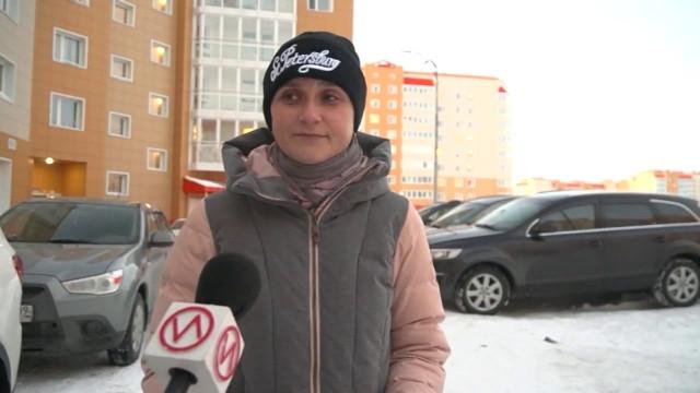 Жители микрорайона Тундровый задаются вопросом, кто должен чистить детскую площадку зимой