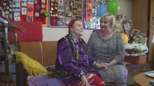 Социальные работники приходят напомощь одиноким пожилым ималомобильным людям