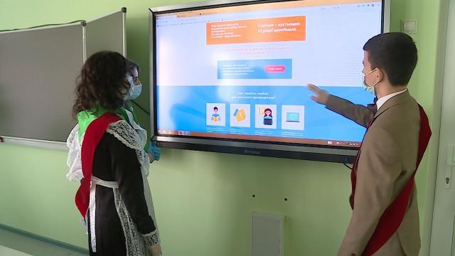 Выпускники Нового Уренгоя активно присоединяются какции «Учителя— супергерои Ямала. Фотокнига подвигов»