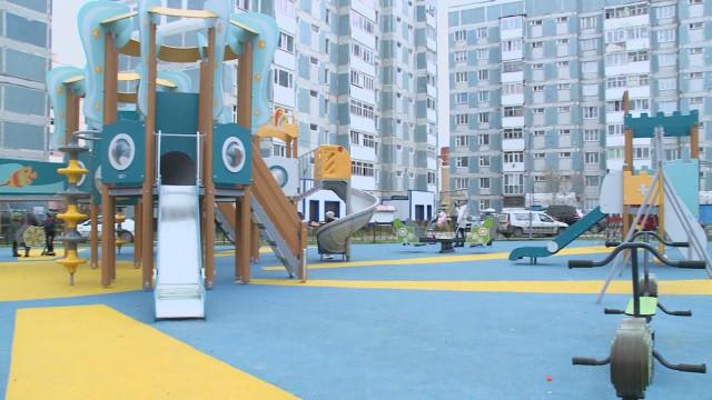 Специалисты департамента городского хозяйства иобщественники оценили готовность детских площадок