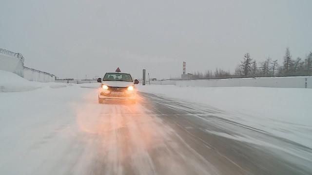 Водителям, которые отправляются вдальние поездки, необходимо быть особо внимательными зарулём