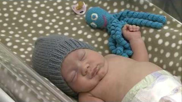 Врачи иновоуренгойцы помогают малышам, родившимся раньше срока.